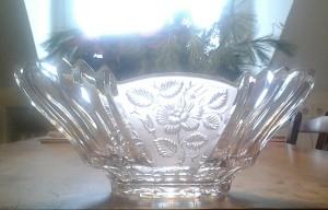 Eine alte Kompottschale aus Kristallglas