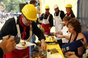 Mit viel Prunk präsentiert die Rheydter Prinzengarde ihre Grillkreationen