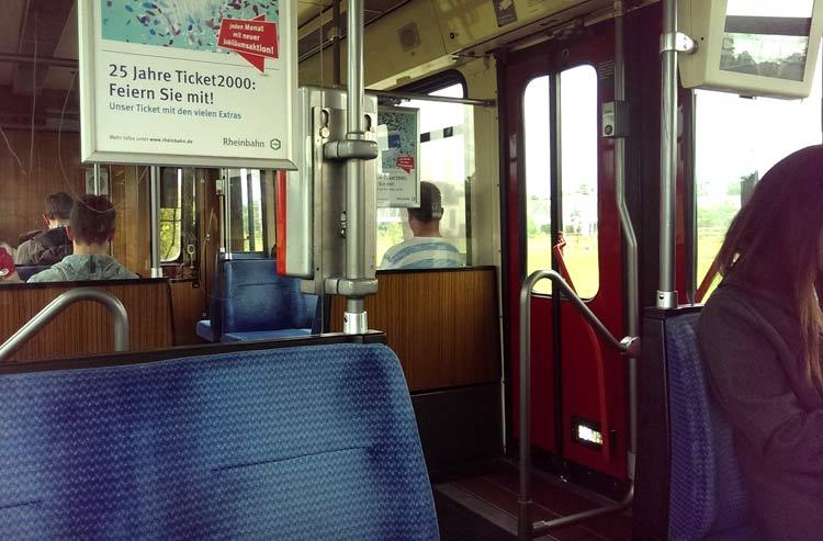 Blick in den Waggon der K-Bahn