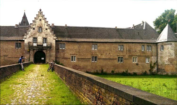 Eingang zu Schloss Hülchrath, Grevenbroich