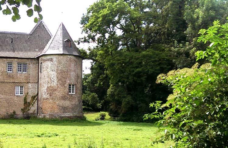 Schloss Hülchrath in Grevenbroich veranstaltet auch Mittelalter-Spektakel