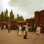 Toilettenanlage aus Stahlrohren vor der Jahrhunderthalle in Bochum