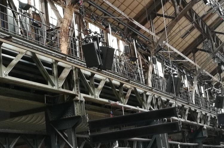 Bochum_Jahrhunderthalle_4 Lautsprecher und Übertitelungsanlage