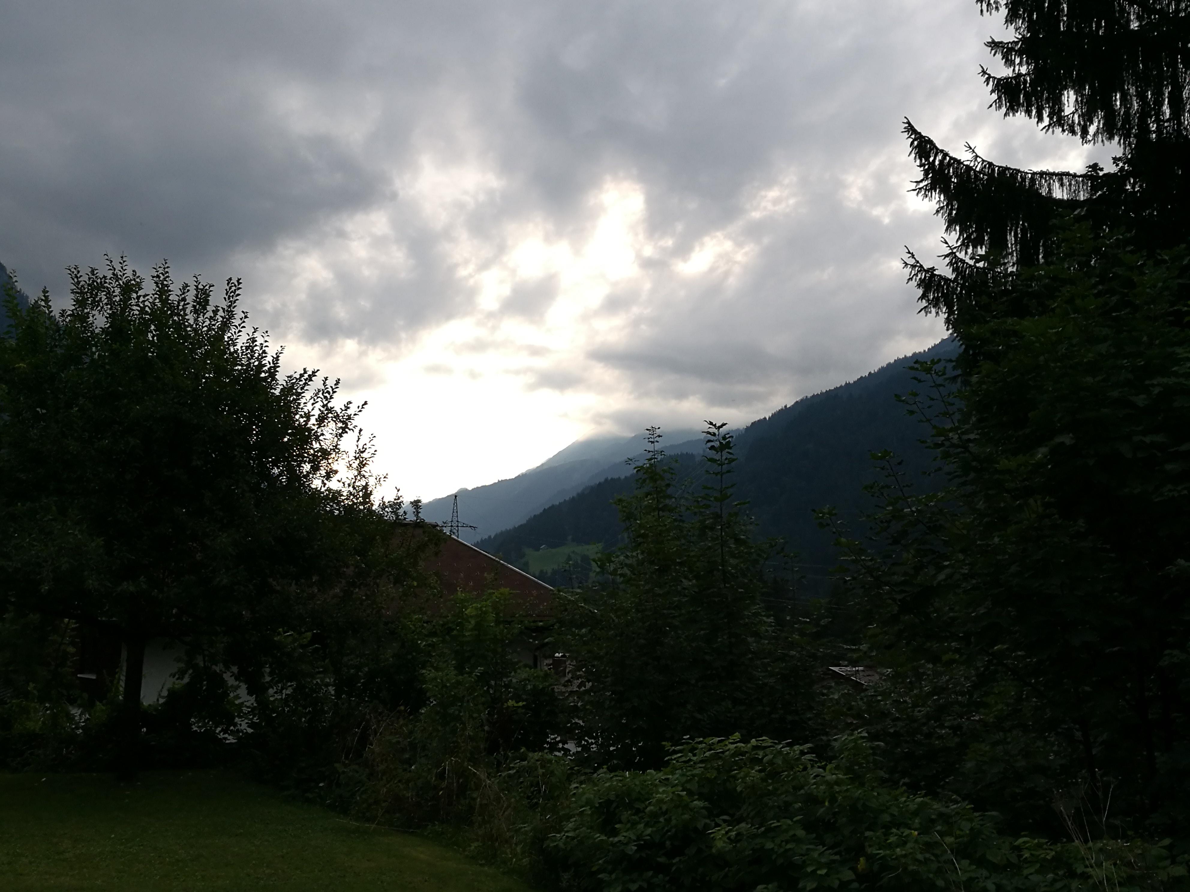Wolken schieben sich vor die Sonne