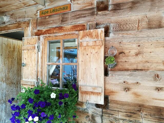 Liebevolle Details machen die Alpe Latschätz zu einem gemütlichen Rastplatz