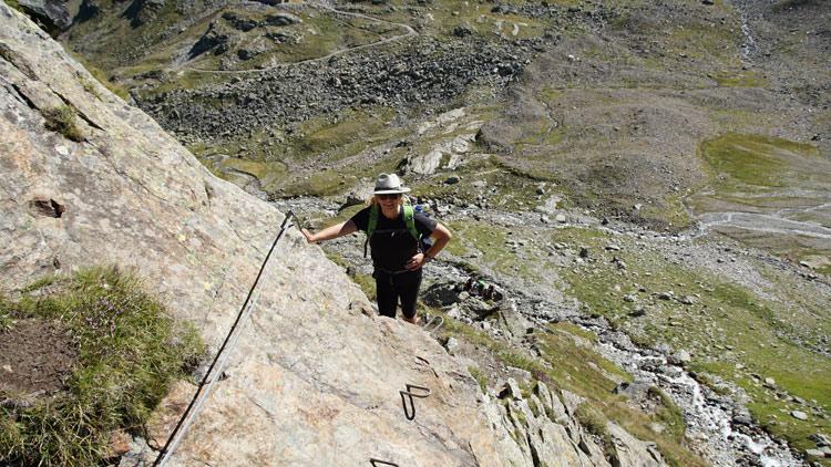 Susanne am alpinen Teil des Weges zum Litznersattel