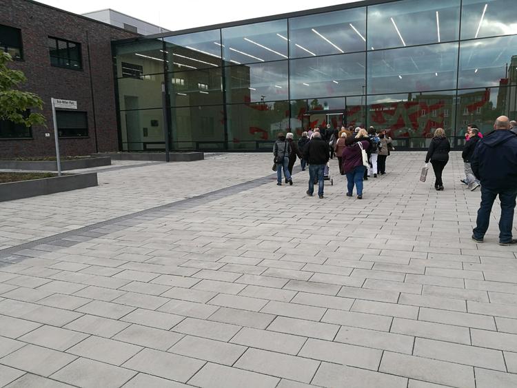 neue Feuerwache Krefeld, Eingang