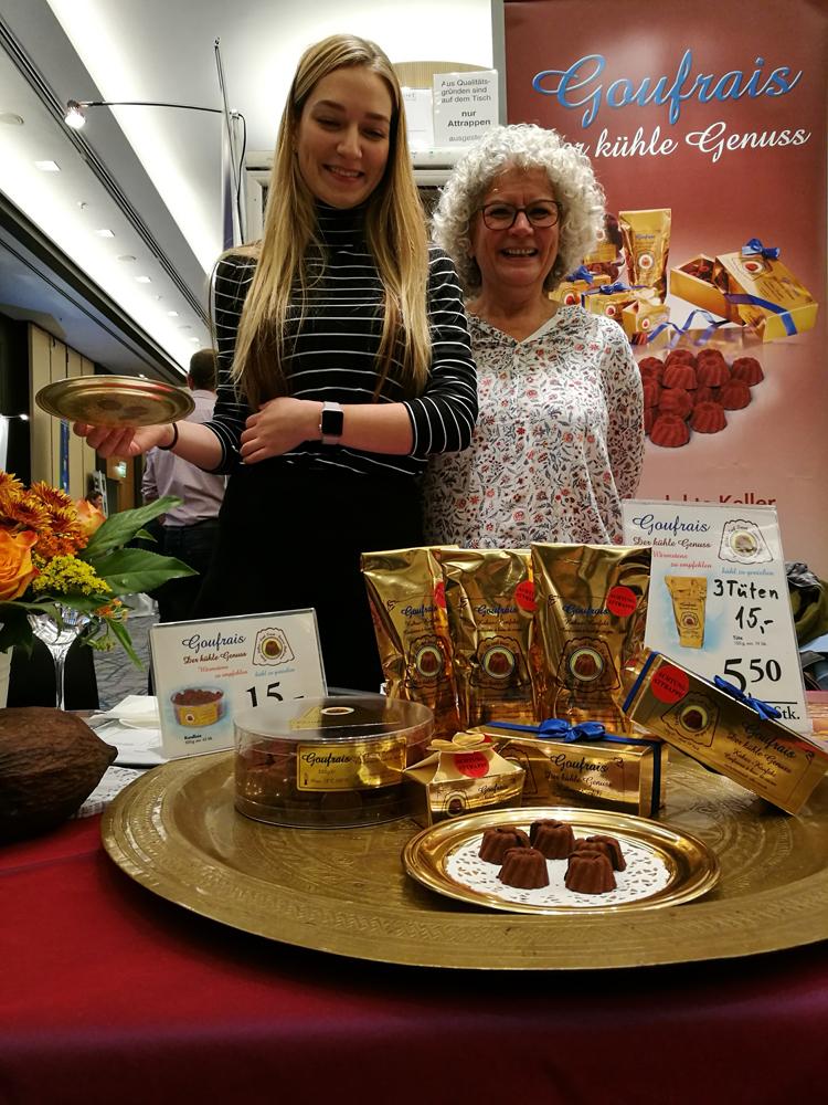 Schokoladenköstlichkeiten, appetitlich dargeboten bei der Firma Goufrais