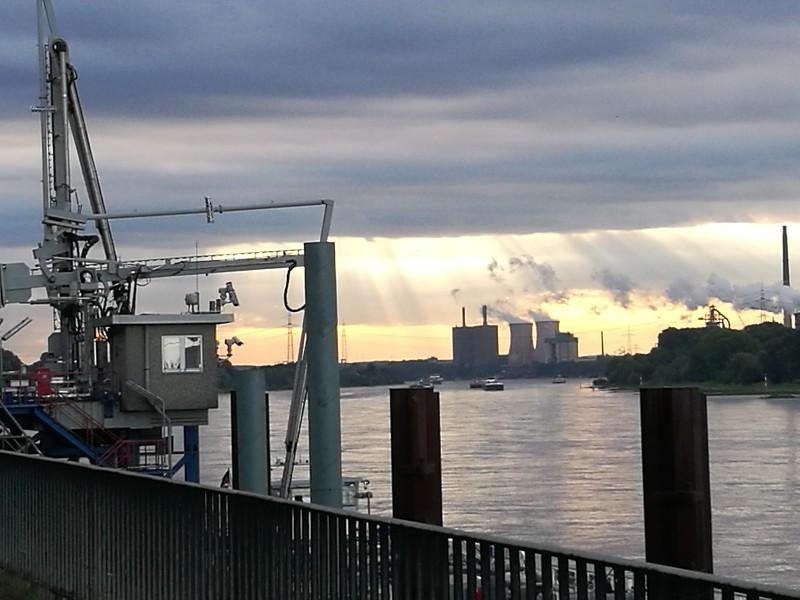 Morgensonne über Duisburg