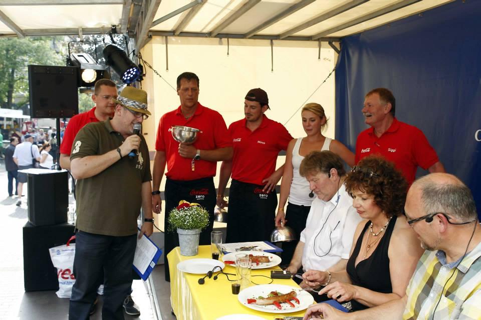Jurorin bei der Rheydter Grillmeisterschaft im Jahr 2012